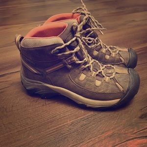Keen Hiking Boots Women's 7.5 Good Condition